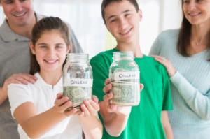 Investigación de la Semana: Cómo los estadounidenses pagan la universidad de sus hijos