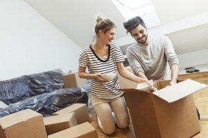 Los Millennials propietarios de casa mejoran la tradición del uso del dinero