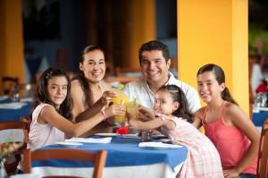 Los hispanos son muy buenos ahorrando dinero, pero están saliéndose del presupuesto