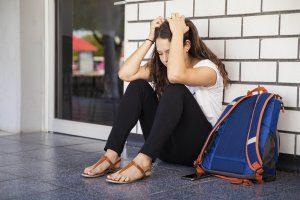 estres por deudas estudiantiles