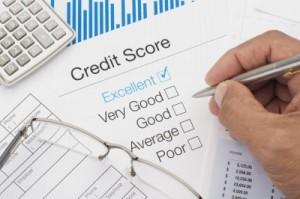 ¿Quiere mejorar su crédito? Fíjese en su puntaje de crédito