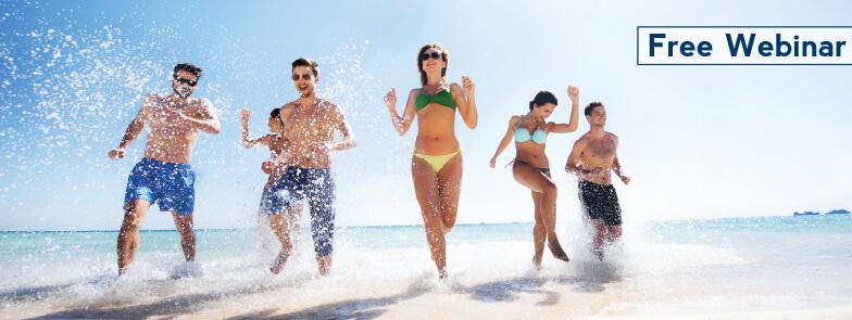 seis jóvenes en la playa