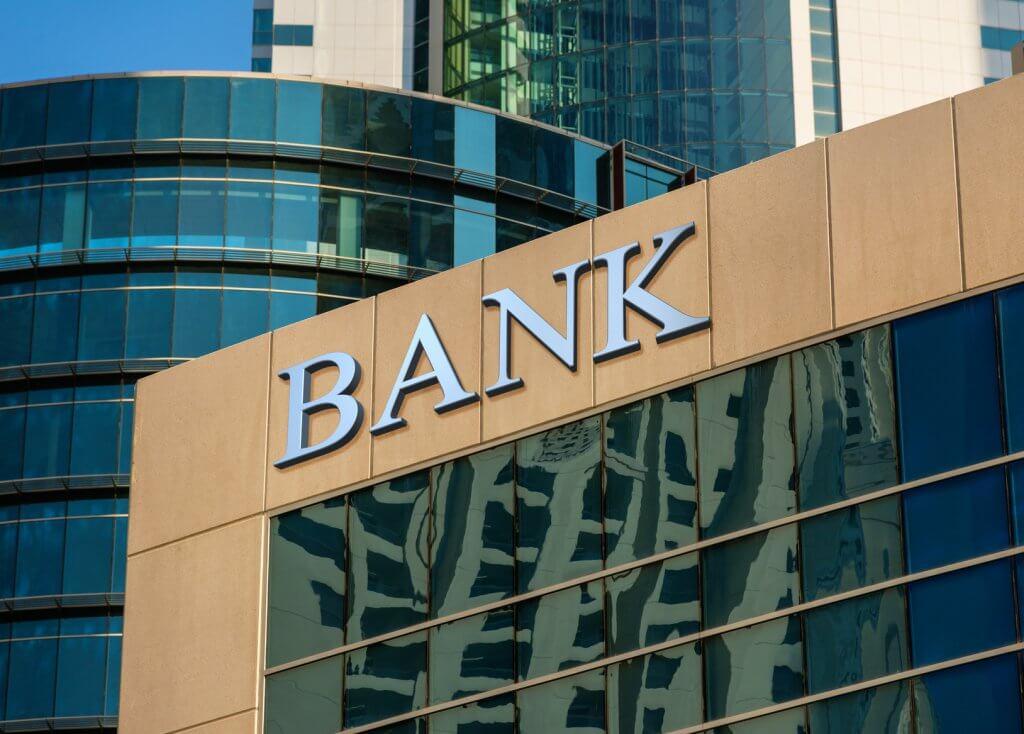 Altos cargos de los bancos