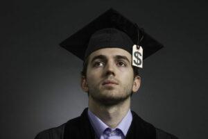 Investigación de la semana: ¿Quién es más propenso al incumplimiento de los préstamos estudiantiles?