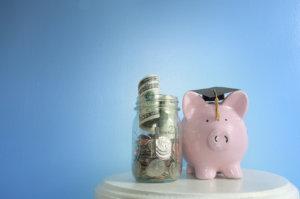 alcancía con ahorros para estudios