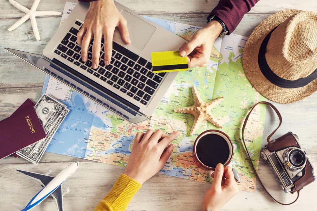 personas planificando vacaciones