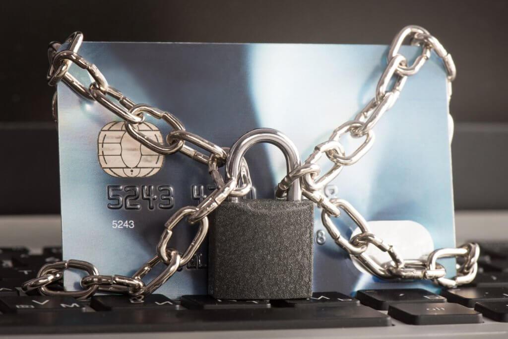 tarjeta de crédito encadenada