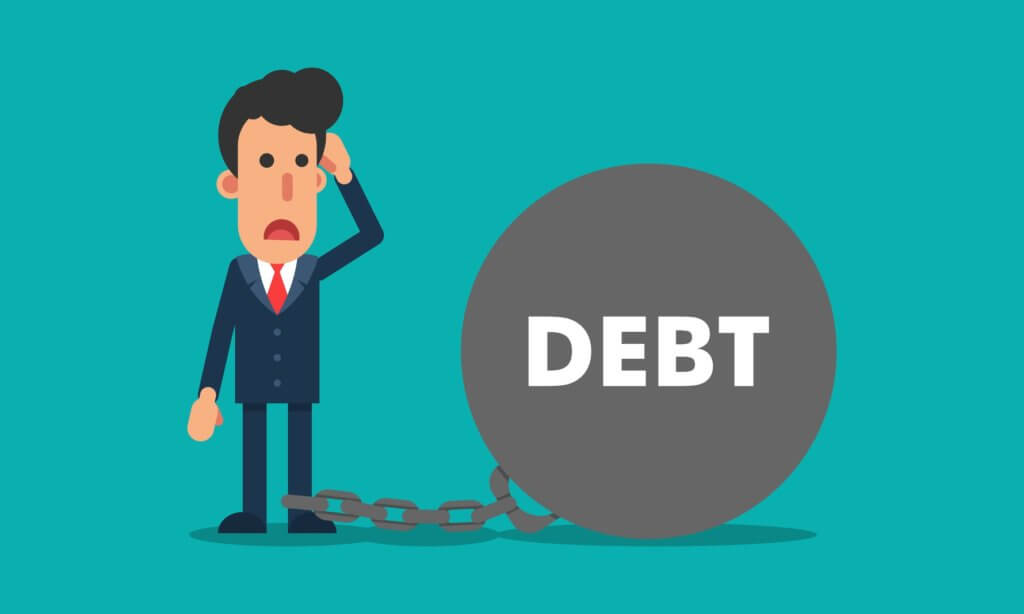 hombre intentando salir de deudas