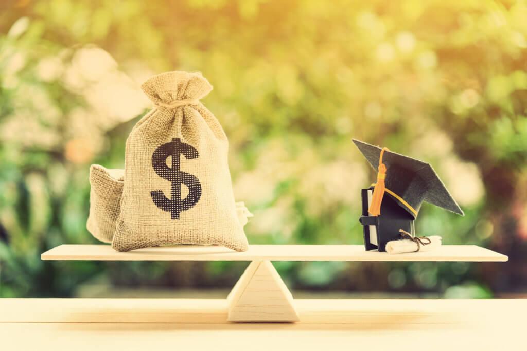 equilibrio con los préstamos estudiantiles