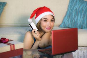 Mujer evitando el robo de identidad en las fiestas de Fin de Año