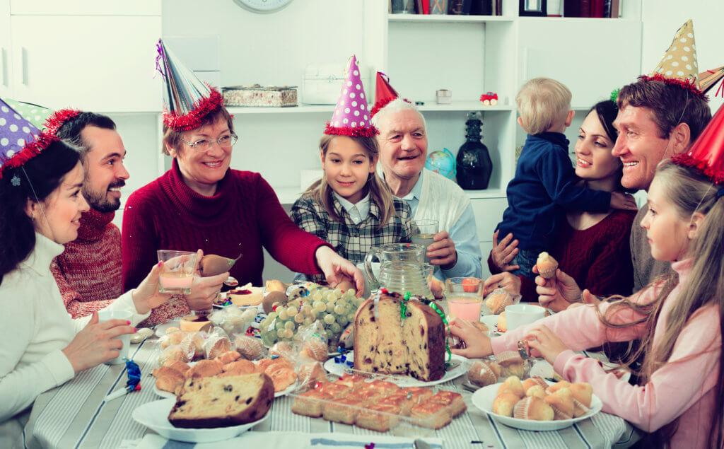 Familia celebrando el Fin de Año