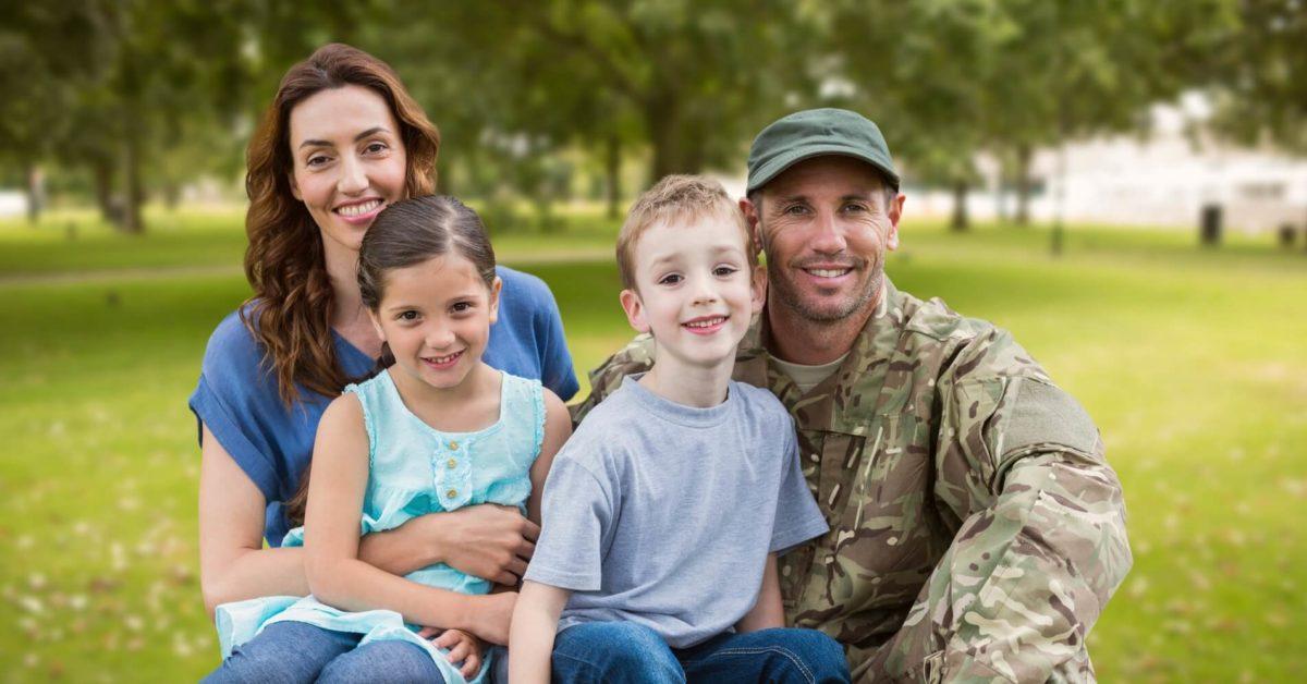 Familia en la Semana del Ahorro Militar