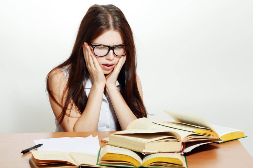 Mujer en el mes de la educaci