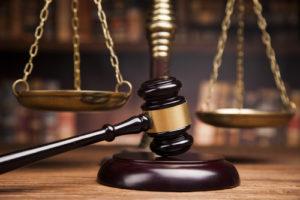 Existen leyes y organizaciones que protegen a los consumidores.
