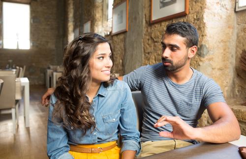Asegúrese de estar entablar el diálogo financiero para estar en la misma página con su pareja.
