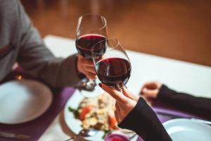 No hay nada de malo en comer fuera, o en la situación actual, ordenar delivery o recogido.