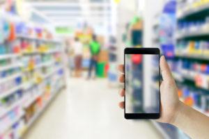 Las aplicaciones para teléfonos inteligentes y los programas de correo electrónico hacen que sea más fácil que nunca encontrar y usar cupones.