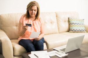 Una encuesta de Consolidated Credit revela que los hispanos tienen2-3 veces más probabilidades de enfrentar desafíos financieros.