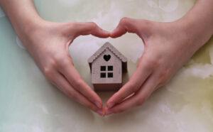 Utilice esta guía para averiguar cómo el COVID-19 ha cambiado el mercado de la vivienda y qué significa eso para los dueños de vivienda.