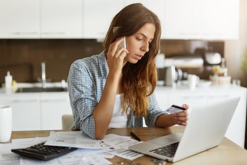 Beatriz Hartman de Consolidated Credit explica qué puede esperar cuando llama a su compañía de tarjetas de crédito, y cómo respoder.
