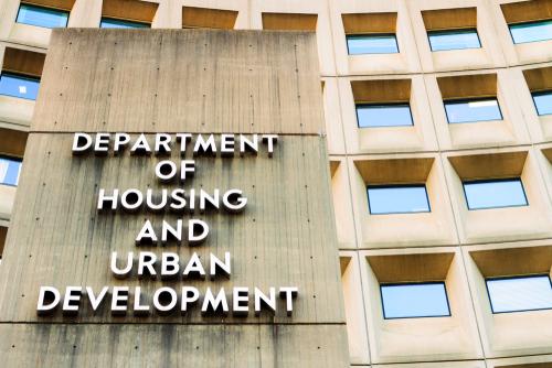 HUD y FHA se esfuerzan por ayudar a millones de estadounidenses a pagar la casa de sus sueños.