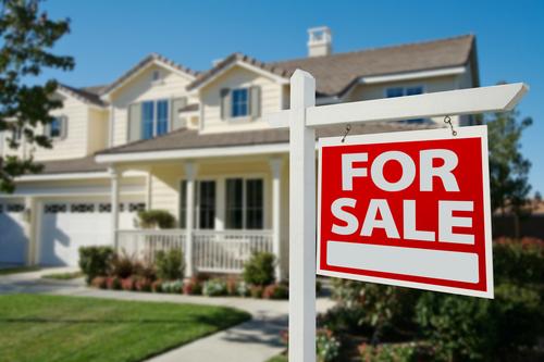 Comprar una casa es una de las decisiones financieras más serias e importantes que la mayoría de los consumidores toman en su vida.