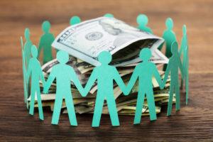 Las cooperativas de crédito son propiedad de la comunidad a la que sirve, o sea que sus propios clientes, o socios, se convierten en codueños de la organización.