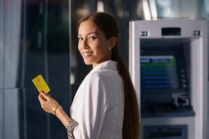 Existen cooperativas y organizaciones dirigidas específicamente a satisfacer las necesidades bancarias de los hispanos en Estados Unidos.