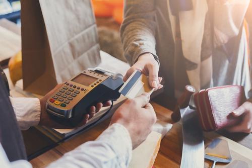 Victoria Orrego describe las condiciones más favorables para obtener una tarjeta de crédito de tienda, y los riesgos para sus finanzas.