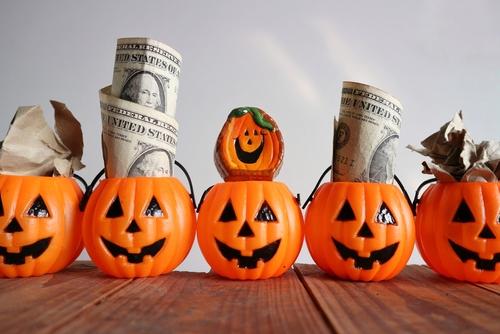 Incluso en un año diferente a cualquier otro, es importante asegurarse de que sus gastos de Halloween se ajusten a su presupuesto.