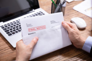 Si sus deudas ya están en cobranza, no necesita preocuparse por cargos de intereses adicionales y multas cuando suspende los pagos.