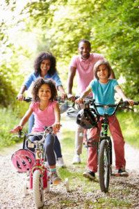 El clima de otoño podría ser ideal para un paseo en bicicleta o una caminata con toda la familia.