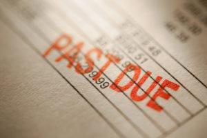 Cuando se agoten las protecciones de la Ley CARES, los consumidores podrían caer en una crisis de incumplimientos y retrasos en las deudas.