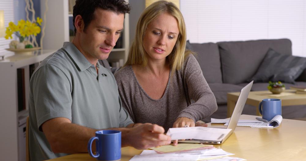 Los cónyuges y las parejas que conviven han tenido que ser más honestos sobre el dinero, lo que les permite comenzar a trabajar juntos para superar la infidelidad financiera.