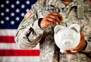 Abril es dedicado a crear conciencia sobre los desafíos financieros del personal militar y sus familias, alentándolos a ahorrar.