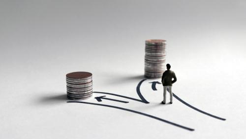 Victoria Orrego de Consolidated Credit explica algunas diferencias entre un programa de manejo de deudas y un préstamo de consolidación.