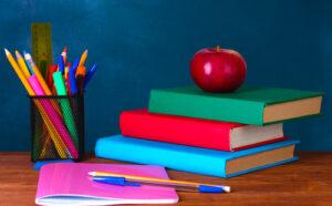 Este año, muchas familias gastarán cientos de dólares en útiles escolares y otras compras de regreso a clases.