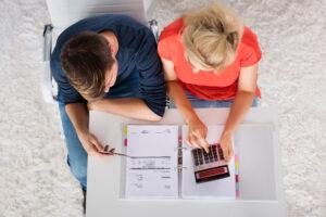 Las parejas necesitan entablar el diálogo financiero para evitar conflictos y lograr las metas financieras de su hogar.