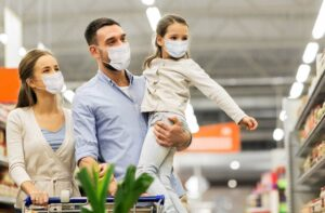 Family shops for groceries with masks on during the pandemic